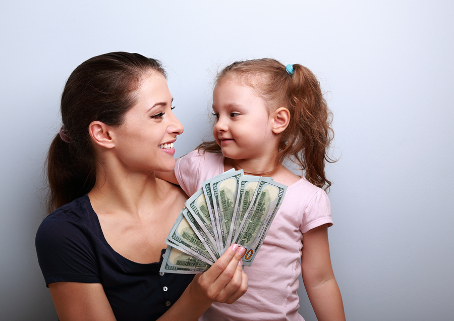 Single Mom And Daughter With Cash